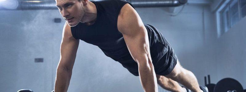 piegamenti sulle braccia benefici